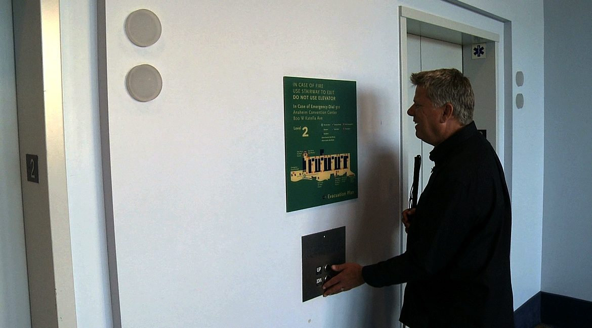 how_blind_find_braille_signs_bfc_featured_01